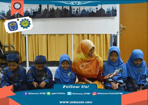 Keluarga besar HIMASIS buka bersama dengan adik-adik Yayasan AL KAHFI